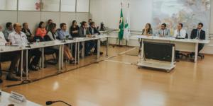 sala de reuniões da seduh com secretário de desenvolvimento urbanos e habitacao, mateus oliveira